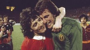 Кевин Киган и Рэй Клеменс после победы в Кубке чемпионов