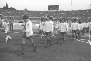 Игроки «Ливерпуля» выходят на поле «Олимпийского» стадиона в Риме