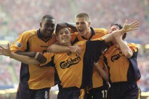 Майкл Оуэн празднует гол в ворота «Арсенала»