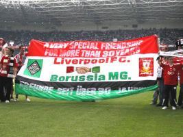 Болельщики «Ливерпуля» с баннером на стадионе «Боруссия-парк» (c) EpochTimes.de
