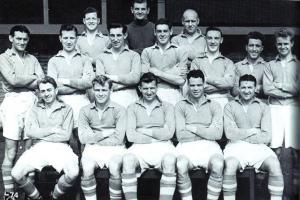 Команда «Ливерпуля» в сезоне 1953/1954  (c) LFC History