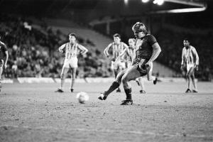 Ян Мёльбю забивает в ворота «Ковентри» (c) Liverpool Echo