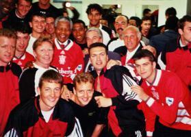 Ливерпуль и Нельсон Мандела (c) LiverpoolFC.com