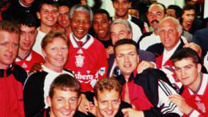 Нельсон Мандела и «Ливерпуль» (c) NESN