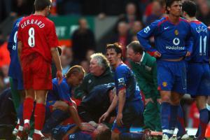 Стивен Джеррард, травма Алана Смита (c) Liverpool Echo