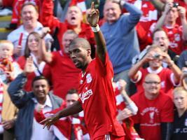 Райан Бабел празднует гол в ворота «Манчестер Юнайтед» (c) Sky Sports