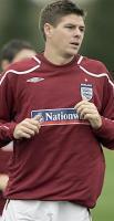 Стивен Джеррард тренируется в лагере сборной Англии (c) Times