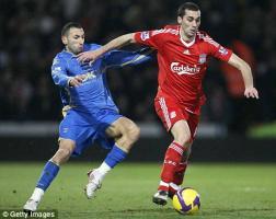 Альваро Арбелоа в матче с «Портсмутом» (c) Daily Mail