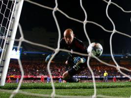 Пепе Рейна «размачивает» счёт во встрече с «Челси» (c) Sky Sports