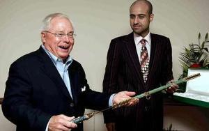 Джордж Жиллет и принц Файсам бин Фахд (c) AFP
