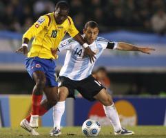 Хавьер Маскерано в матче против Колумбии (c) Daily Mail