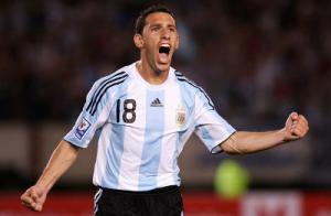 Макси Родригес в футболке сборной Аргентины (c) Getty