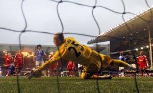 Пепе Рейна спасает ворота в матче с «Эвертоном»