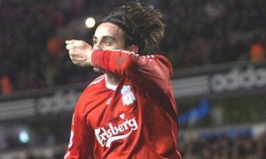 Альберто Аквилани радуется первому голу за клуб (c) Liverpool Echo