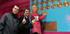 Питер Хутон, Стив Ротерем и Маргарет Эспиналл (c) Liverpool Echo