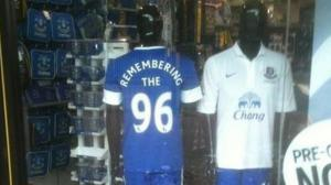 Футболка в клубном магазине «Эвертона» (c) EvertonFC.com