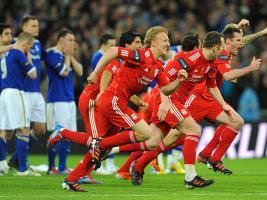 Игроки «Ливерпуля» празднуют победу в Кубке лиги
