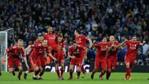 Игроки «Ливерпуля» празднуют победу в Кубке лиги (c) LiverpoolFC.tv
