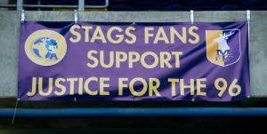 Баннер болельщиков «Мансфилд Таун» (c) LiverpoolFC.com