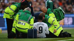 Дэниел Старридж получает травму в матче сборных (c) Fox Sports