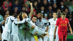 Джонджо Шелви празднует гол в ворота «Ливерпуля» (c) Getty
