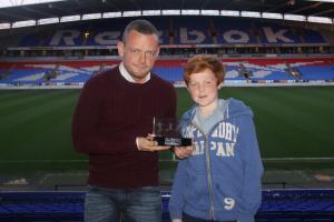 Джей Спиринг получает награду Лучшему игроку (c) bwfc.co.uk