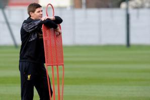 Стивен Джеррард на тренировке (c) LiverpoolFC.com