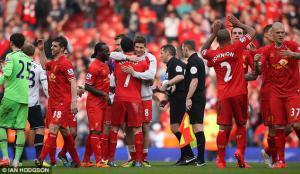 Игроки «Ливерпуля» празднуют победу над «Тоттенхэмом» (c) Ian Hodgson