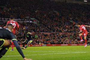 Сусо забивает в ворота «Мидлсбро» (c) Liverpool Echo