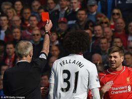 Стивен Джеррард получает красную карточку (c) Getty