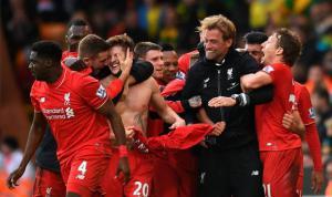 Игроки «Ливерпуля» празднуют гол (c) Belfast Telegraph