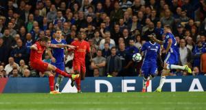 Джордан Хендерсон забивает «Челси» (c) John Powell / LiverpoolFC.com