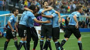 Луис Суарес в матче против сборной Англии (c) FIFA.com