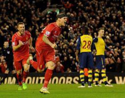 Мартин Шкртел забивает гол «Арсеналу» (c) LiverpoolFC.com