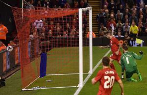 Ингс забивает гол Карлайлу Фото.© mirror.co.uk