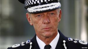 Комиссар полиции Бернард Хоган-Хоуи (c) BBC