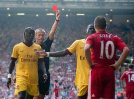 Фотография удаления Джо Коула в матче с «Арсеналом» 15.08.2010