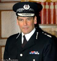 Сэр Норман Беттисон. Шеф полиции Западного Йоркшира.