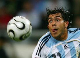 Карлос Тевес в футболке сборной Аргентины