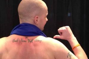 Болельщик «Эвертона» с татуировкой «Ливерпуля» (с) Liverpool Echo