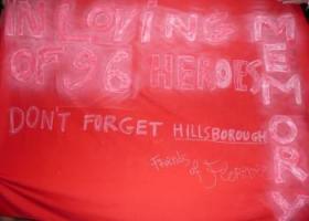 Баннер болельщиков «Фиорентины», посвящённый Хиллсборо (c) LiverpoolFC.tv