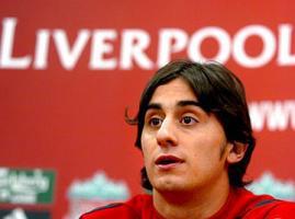 Альберто Аквилани на пресс-конференции (c) LiverpoolDailyPost.co.uk