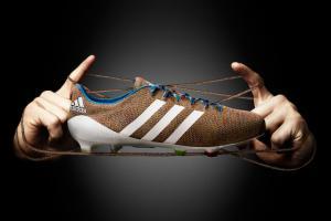 Вязанные бутсы и Луис Суарес (c) Adidas