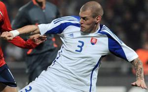 Мартин Шкртел в футболке сборной Словакии (c) Getty