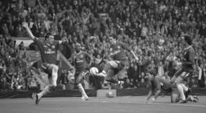 Луис Гарсия забивает «Челси» (c) ThiIsAnfield.com