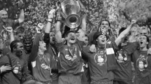Игроки «Ливерпуля» празднуют победу в Стамбуле (c) LiverpoolFC.com