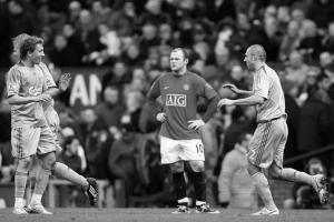 Лукас Лейва и Андреа Доссена празднуют гол в ворота «МЮ» (c) Liverpool Echo