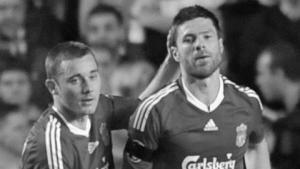 Фабио Аурелио и Шаби Алонсо в матче против «Челси» (c) Setanta