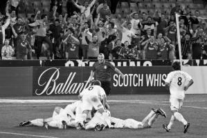 Робби Фаулер забивает за «Фьюри» перед болельщиками «Ливерпуля»