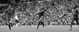 Стивен Джеррард забивает в ворота МЮ (c) LiverpoolFC.com